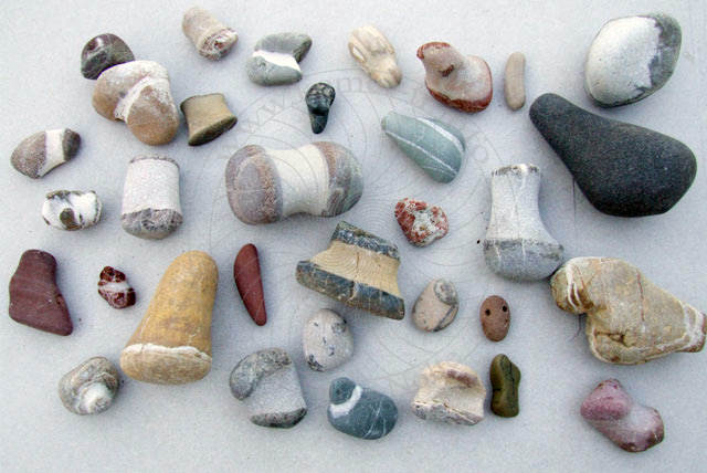 steine sammeln am strand urlaubsfreuden mit leichten hindernissen. Black Bedroom Furniture Sets. Home Design Ideas